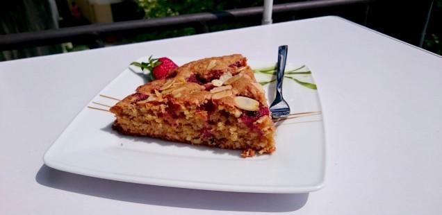 Migdałowe ciasto z truskawkami