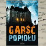 """Najmroczniejszy kryminał tego lata! Po lekturze """"Garści popiołu"""" Wojciecha Wójcika już nigdy nie spojrzycie na szkolne mury tak samo, jak dawniej…"""