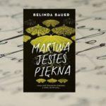 """[PRZEDPREMIEROWO] Gdy śmierć staje się dziełem sztuki… – """"Martwa jesteś piękna"""" Belinda Bauer"""