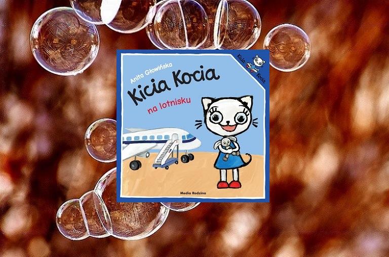 Kicia Kocia na lotnisku, uśmiechnięta Kicia Kocia, pluszowy króliczek, samolot
