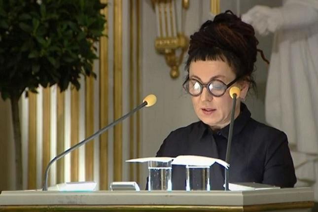 Olga Tokarczuk podczas wykładu noblowskiego
