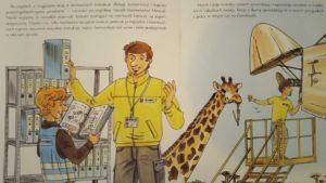 """""""Mam przyjaciela mechanika lotniczego"""" - żyrafa pomaga mechanikowi lotniczemu w pracy"""