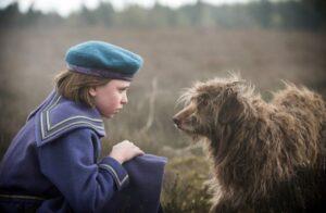 Tajemniczy ogród - Mary Lennox z psem