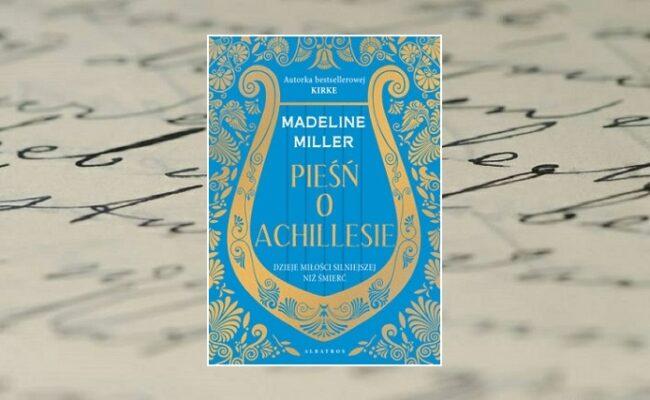 Pieśń o Achillesie - zdjęcie główne - okładka na tle zapisanej odręcznie pochyłym pismem pożółkłej kartki papieru